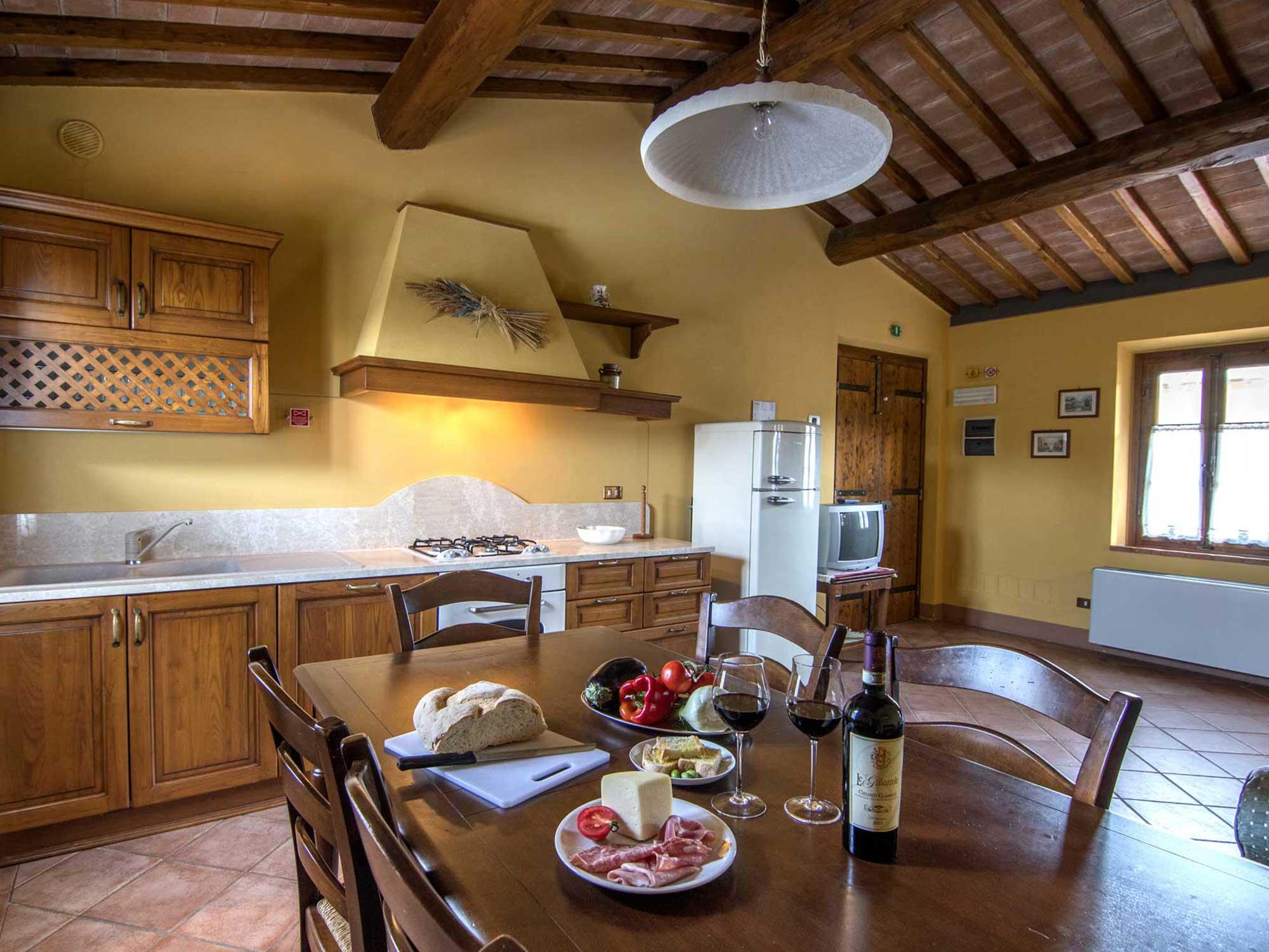 Agriturismo le gallozzole monteriggioni tuscany 13 for Interni arredati